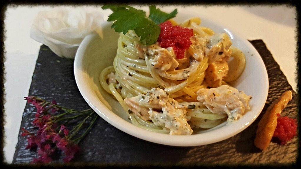 Spaghetti al salmone cornice