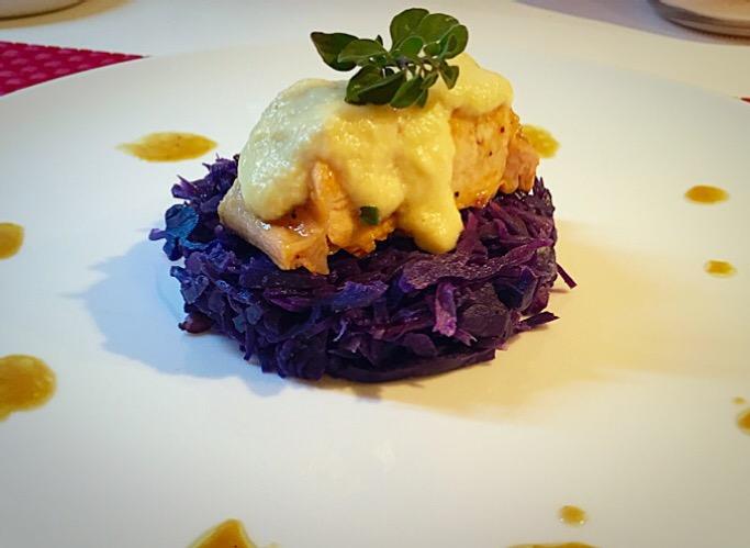 Coniglio con salsa di pere e senape