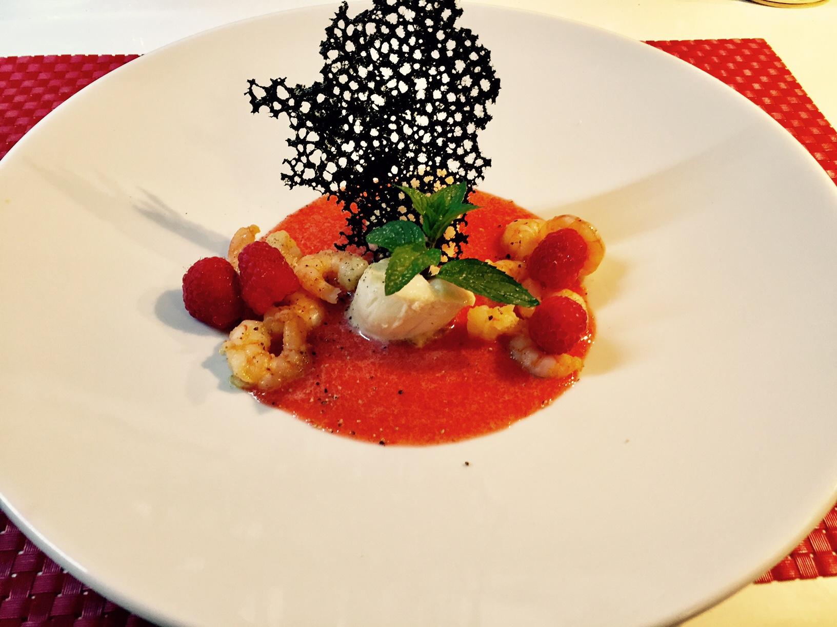 Capasanta e gamberetti in coulis salata di fragole