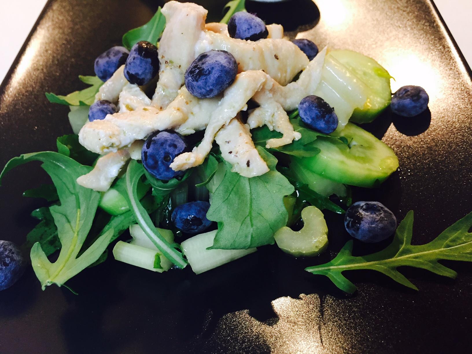 Pollo con verdure e lamponi