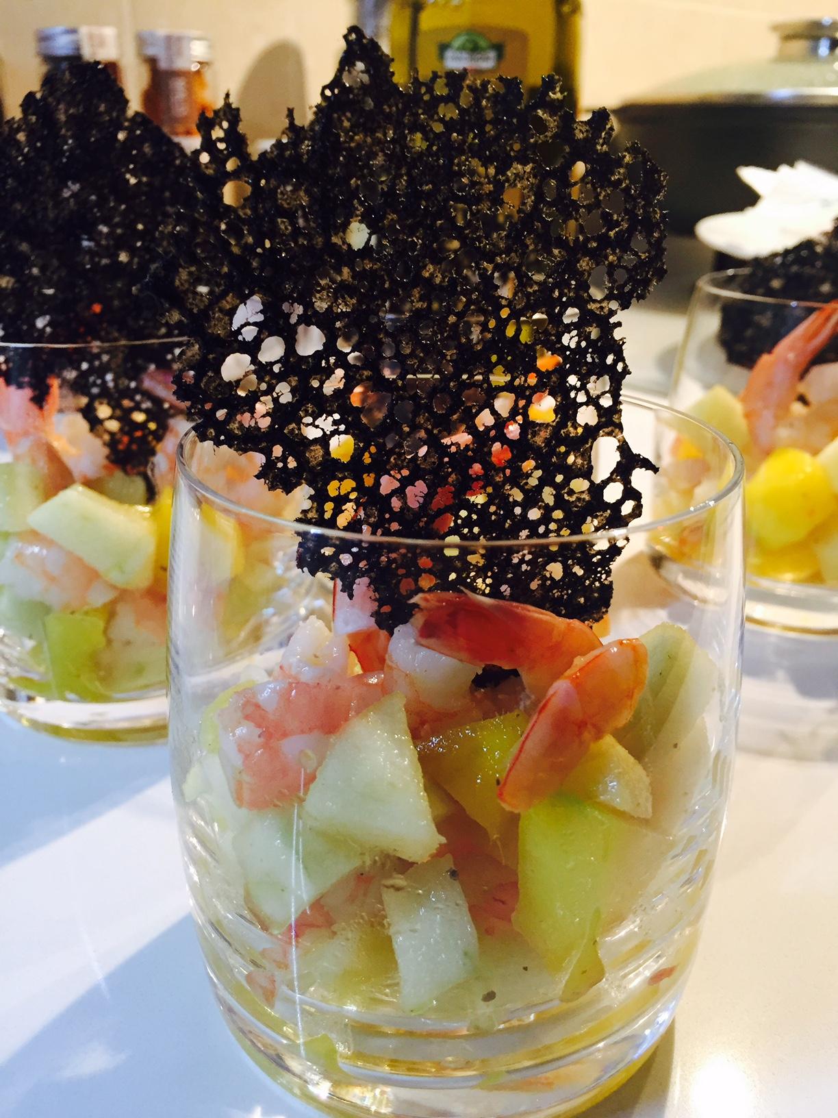 Cocktail di gamberi con corallo al nero di seppia