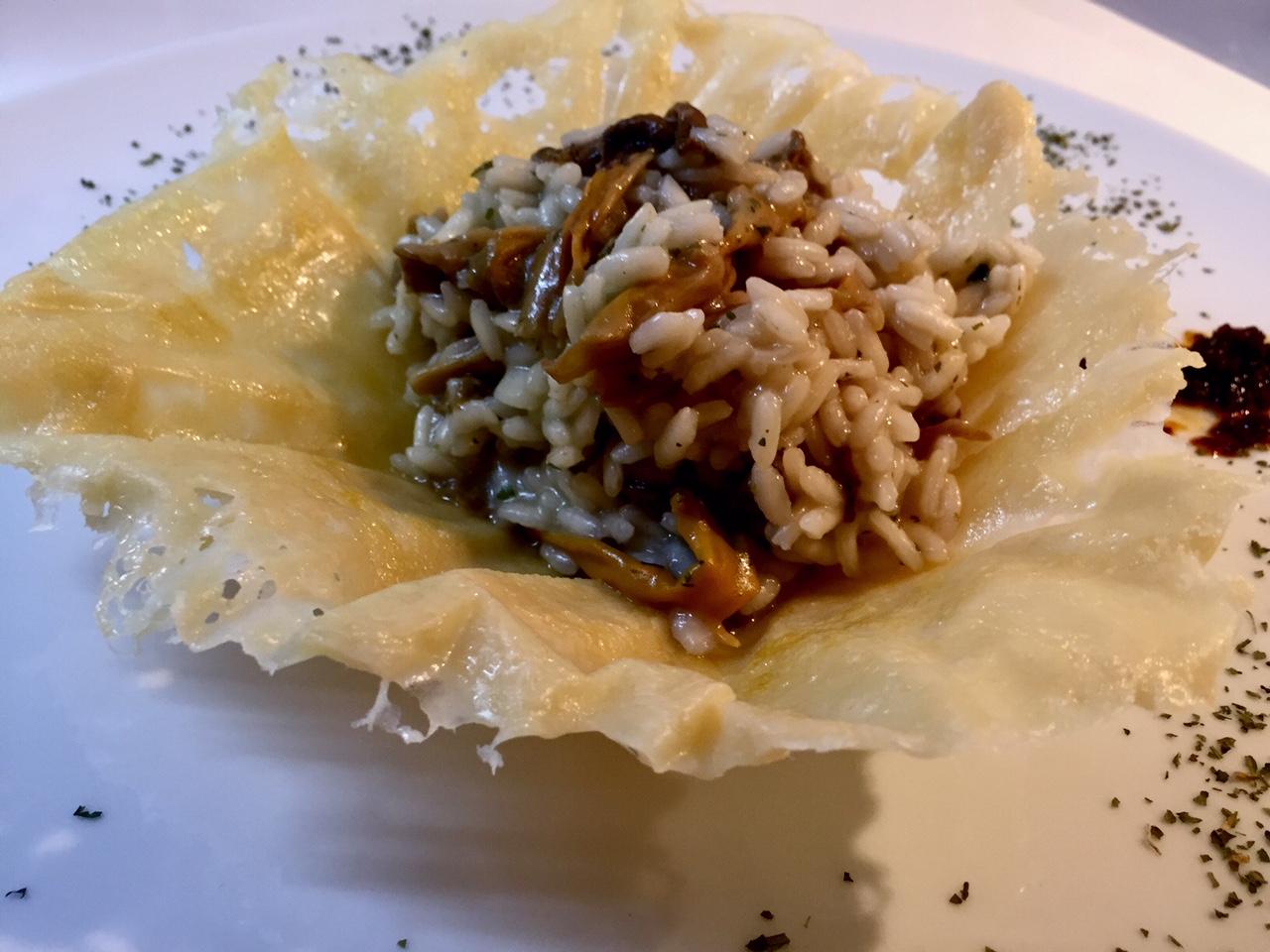 Risotto ai funghi in cesto di parmigiano 2