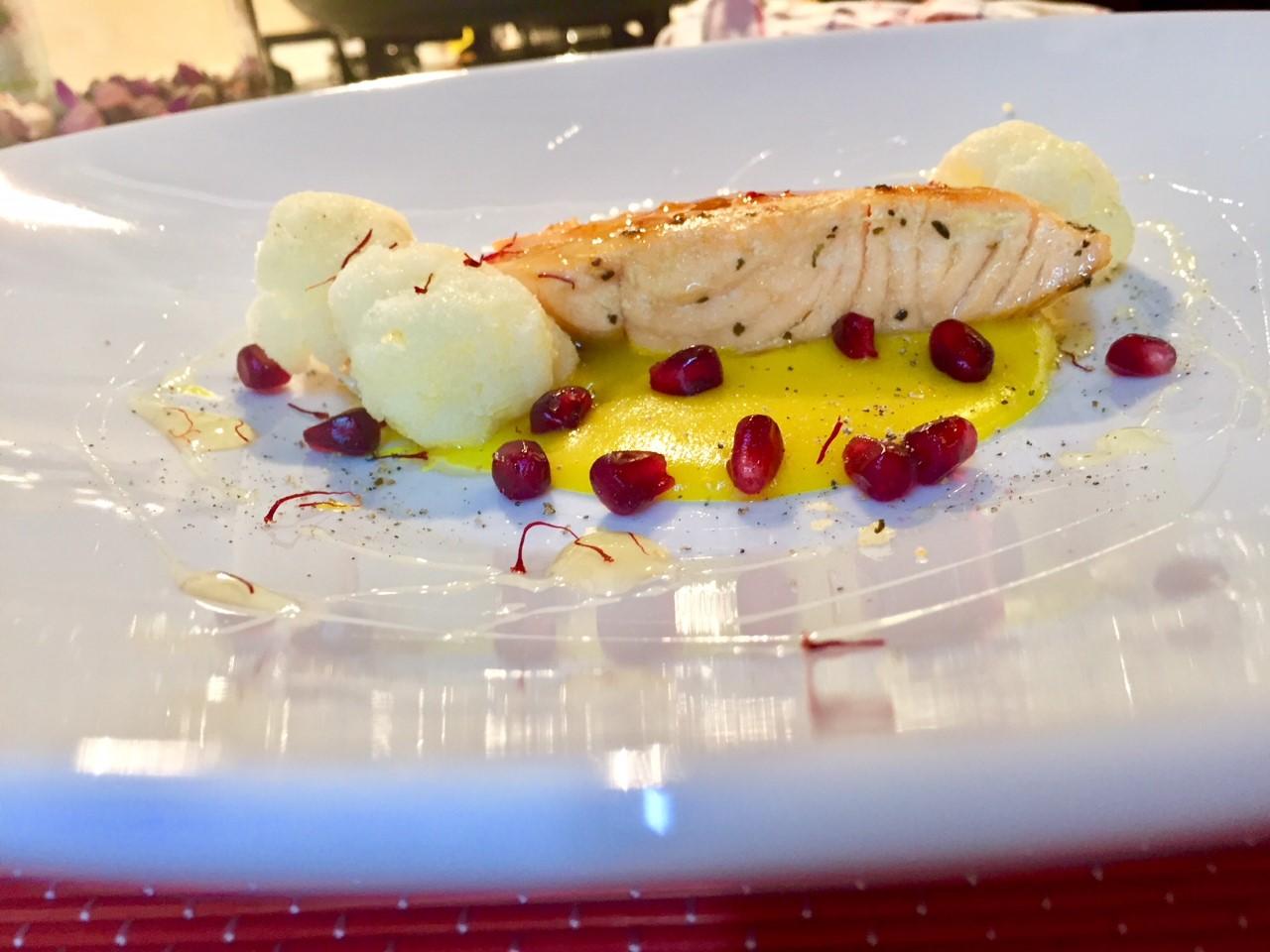 Filetto di salmone su fonduta allo zafferano