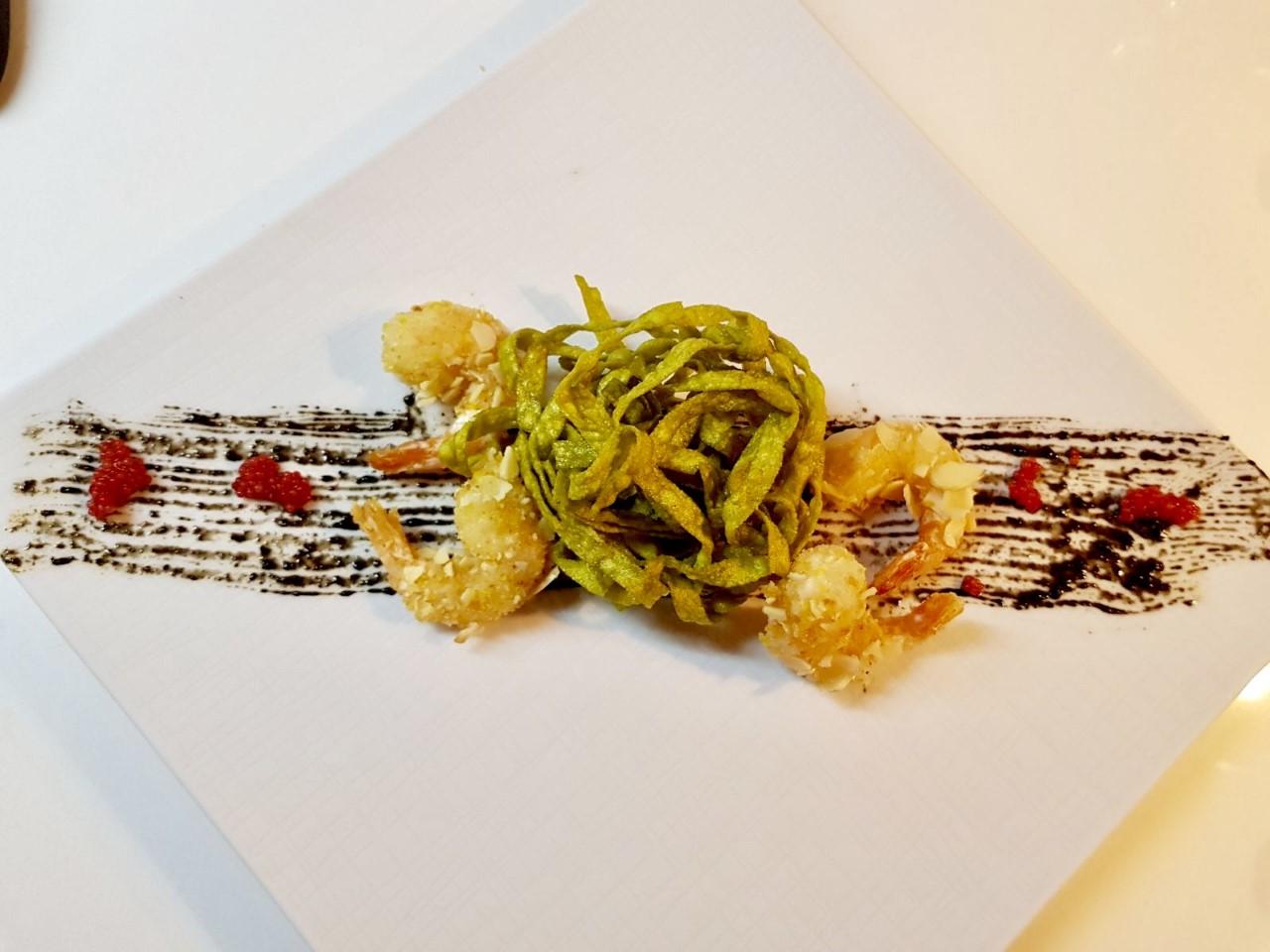 Nido fritto con gamberi in crosta di mandorle 1
