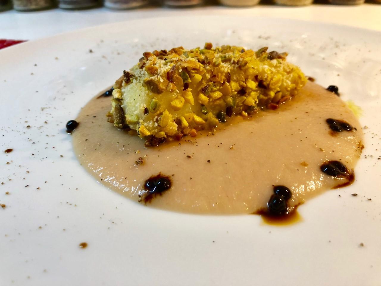 Merluzzo in crosta di pistacchi con salsa alle pere
