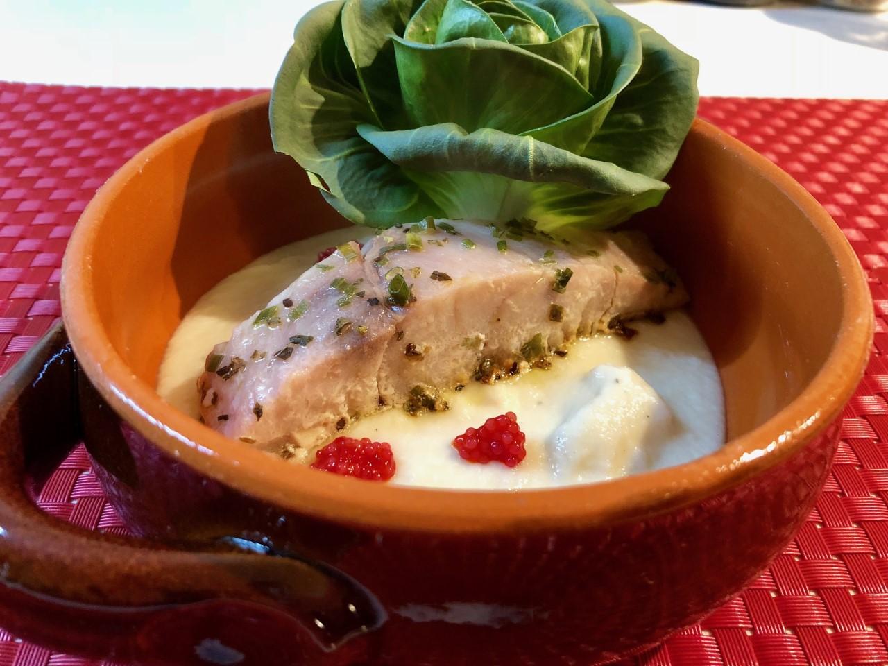 Pesce persico africano su crema di cavolo