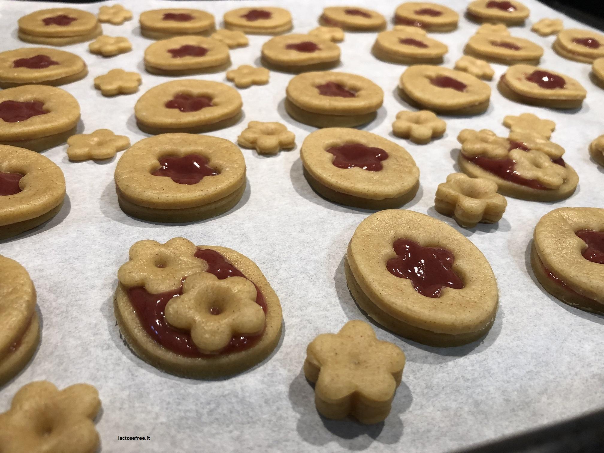 Biscotti di pasta frolla con stevia e confettura di fragole