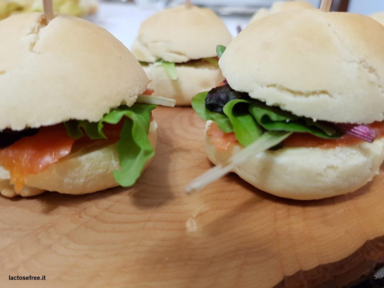 Mini panini finger al salmone affumicato