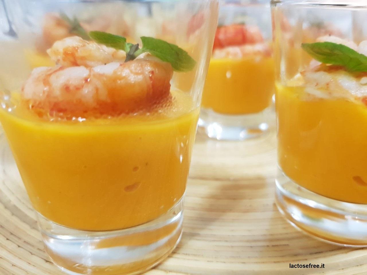 bicchierini fnger con gamberi rossi su crema alla papaya